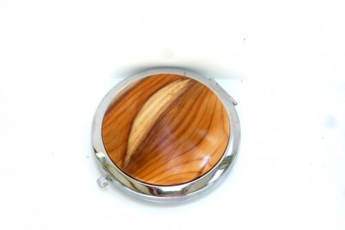 compact with decorative wooden top in English Yew